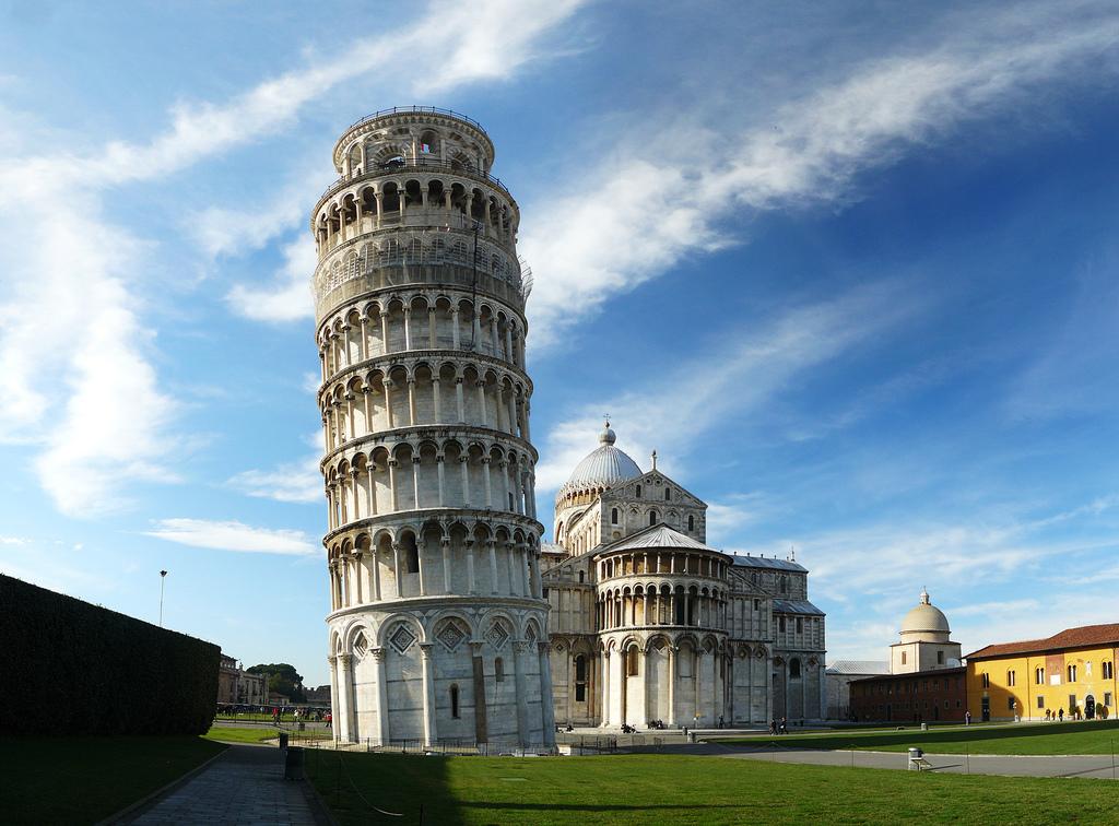 Multen una estrangera a Pisa per no fer 'postureo' davant la torre