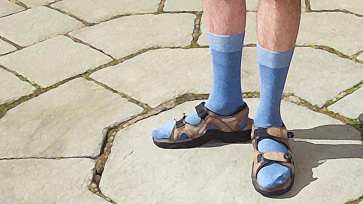 Vestir xancletes amb calcetins serà penat per llei