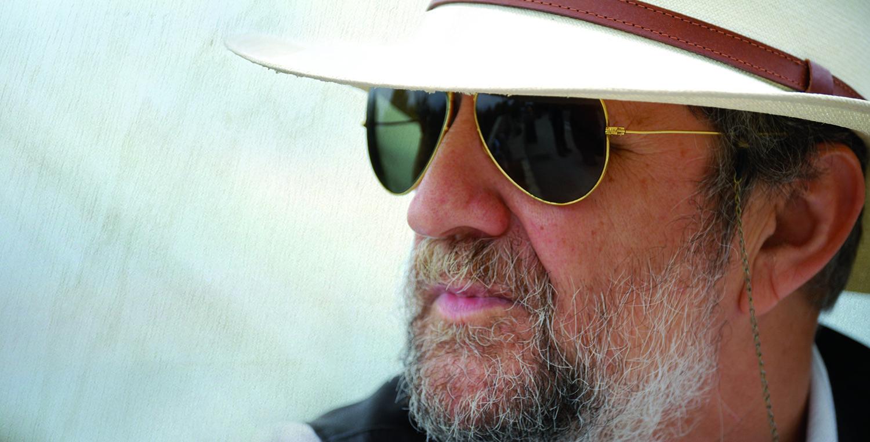 Tomeu Penya provoca dos infarts i tres crisis de fe al seu darrer concert a un convent de Palma.