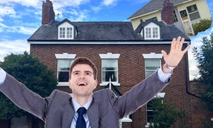 Un petrer aconsegueix ser el primer humà en tirar la casa per la finestra