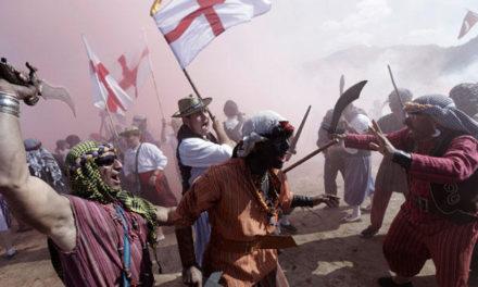 Inaudit Firó de Sóller: moros i cristians uneixen les forces per combatre els turistes