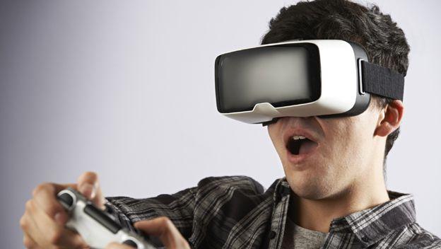 El govern d'Espanya presenta unes ulleres de realitat virtual com a solució a l'emancipació juvenil