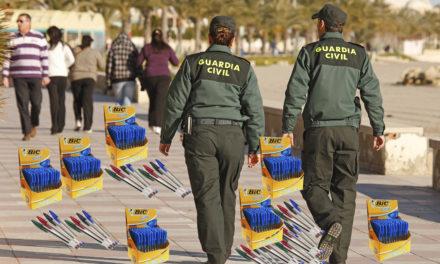 """La Guàrdia Civil incauta 3.000 bolis bic a Foc i Fum que havien de servir """"per marcar la X en el referèndum"""""""