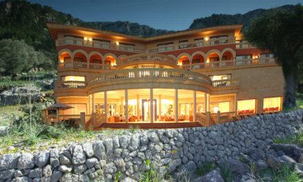 Uns sollerics reformen el porxo de l'olivar i acaben construint un macro complex turístic de luxe