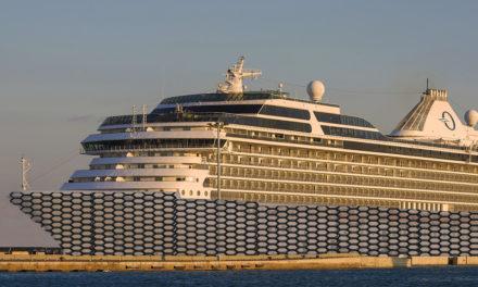 """Es construeix el primer barco de """"rejilla"""" per a guiris i hotelers"""
