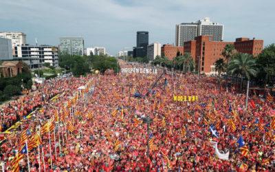 Milers de persones commemoren els atemptats a les Torres Bessones a Barcelona